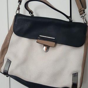 Women s Marc Jacobs Duffle Bag on Poshmark 3b229ee23caaf